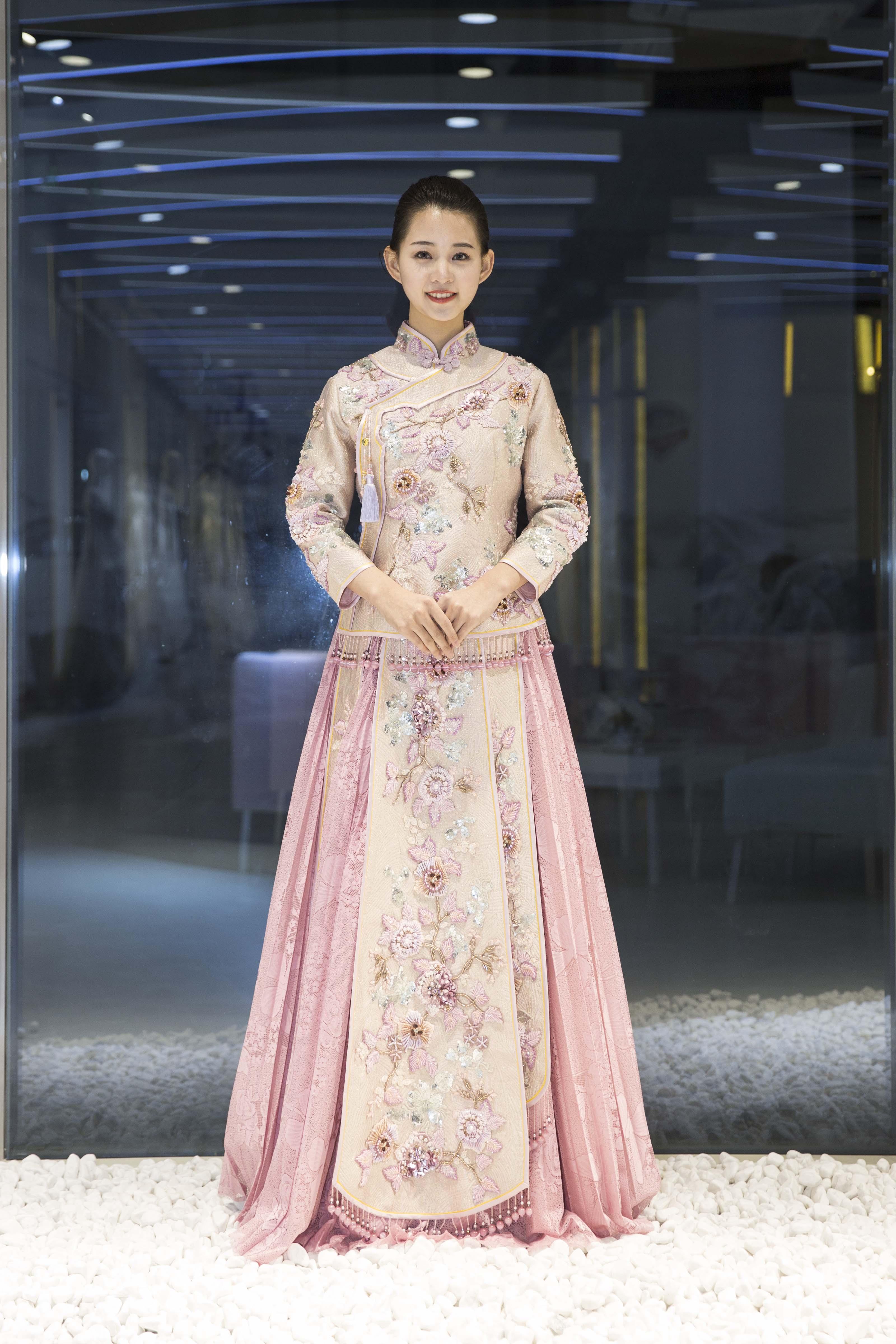 真爱殿堂网红同款 裸粉色中式改良秀禾服