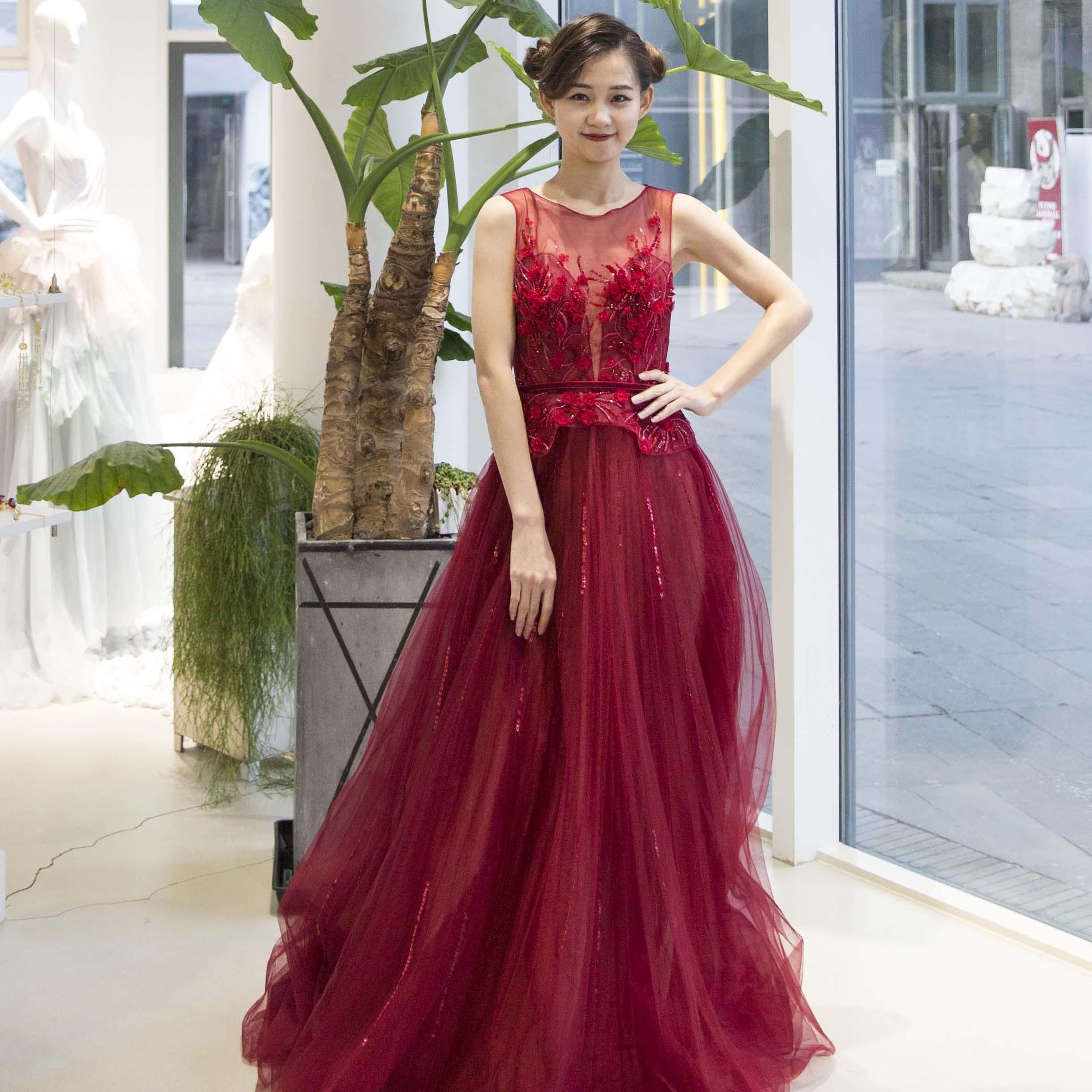 真爱殿堂 红色深V蕾丝拖尾礼服